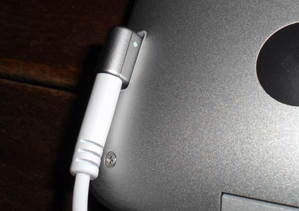 macbookair_detalle_magsafe.jpg