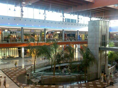 La canada shopping center 2