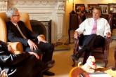 Tim Cook se reúne con el portavoz de la Cámara de Representantes norteamericana